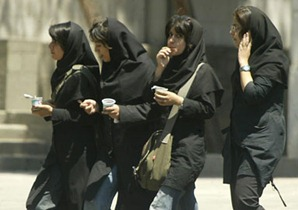 women-in-iran-making-money.jpg